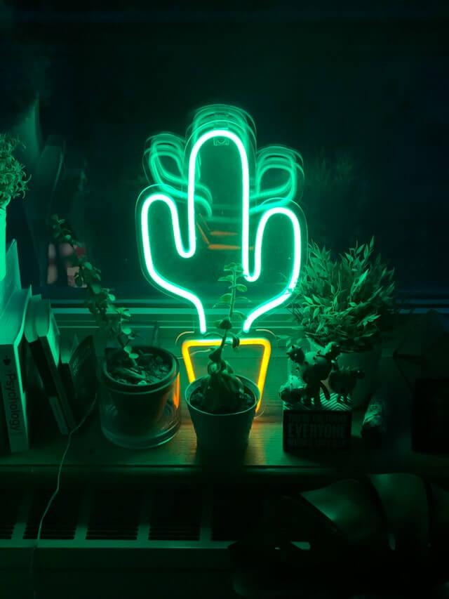 Nowoczesna lampa neon
