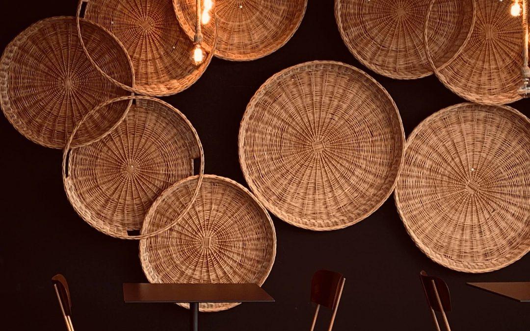 Lampa bambusowa – idealny pomysł do wnętrz w stylu retro