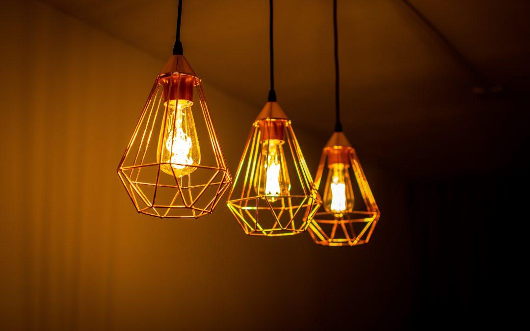 Lampa industrialna, czyli modny dodatek do każdego wnętrza