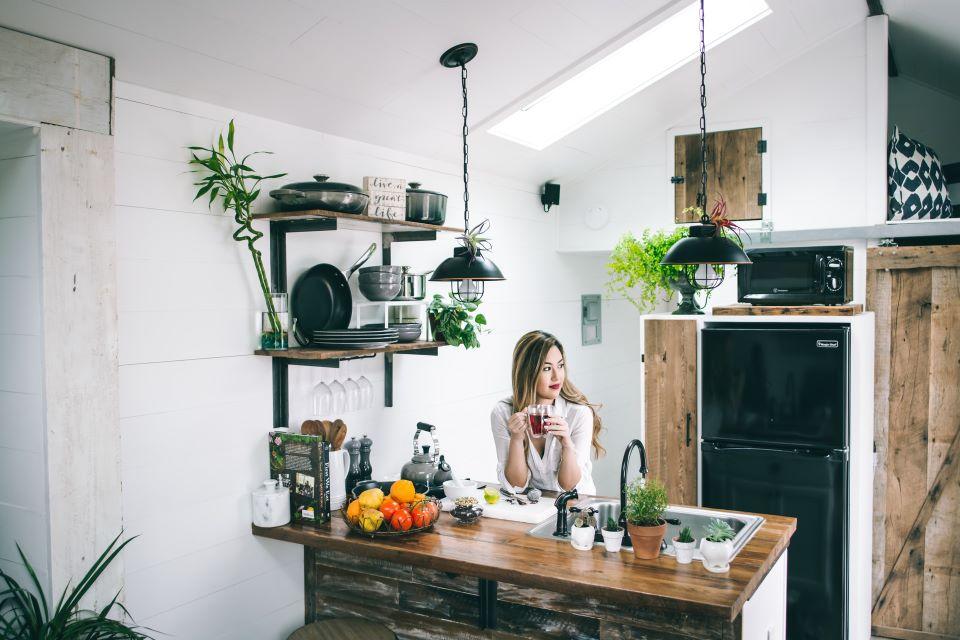 Tymi lampami rozjaśnisz kuchnię bez okien – poznaj najciekawsze propozycje 2021