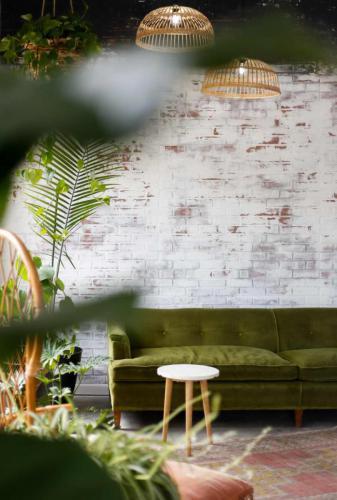 lampa-sufitowa-w-salonie-2